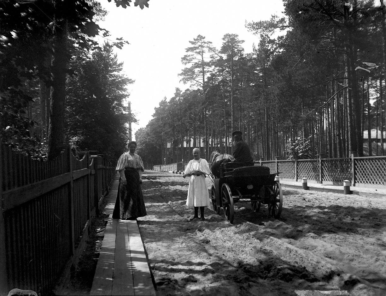 20. 1897. Эдинбургский проспект. Таисия Ивановна Живаго с дочерью Татьяной