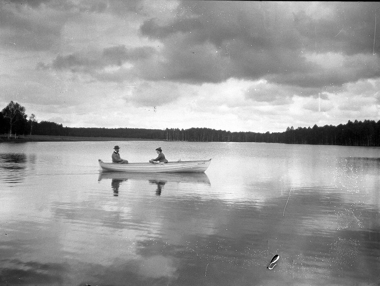 10. 1897. Пейзаж с озером и лодкой
