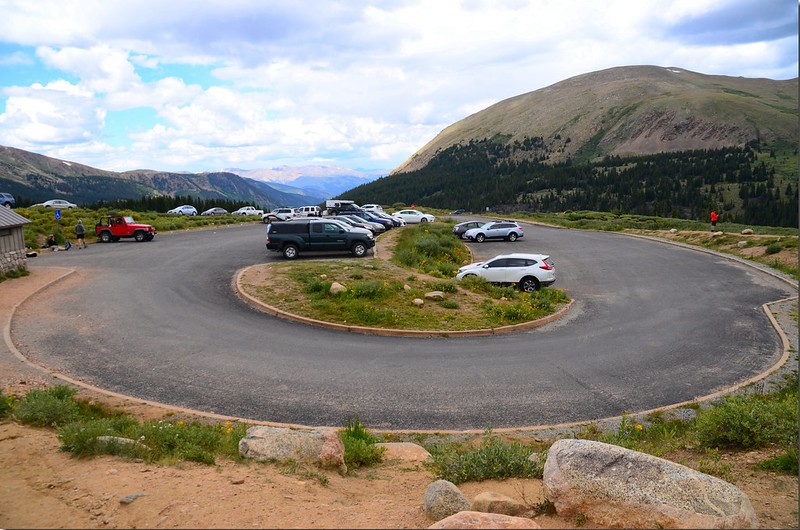 Mount Bierstadt Trailhead parking lot