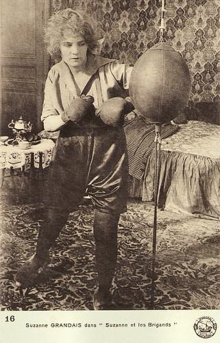 Suzanne Grandais in Suzanne et les Brigands (1920)