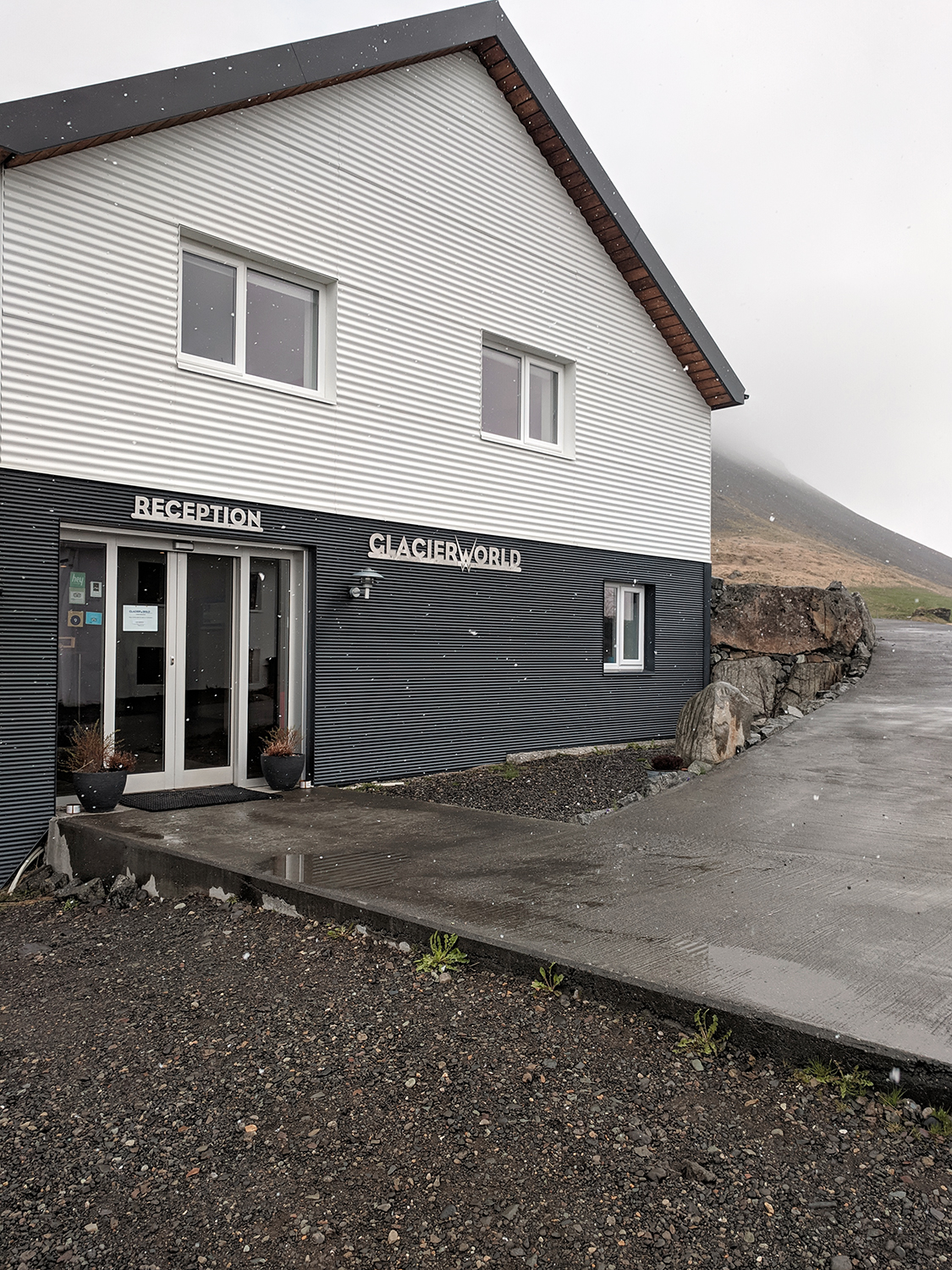 08iceland-hoffell-glacierworld-guesthouse-travel
