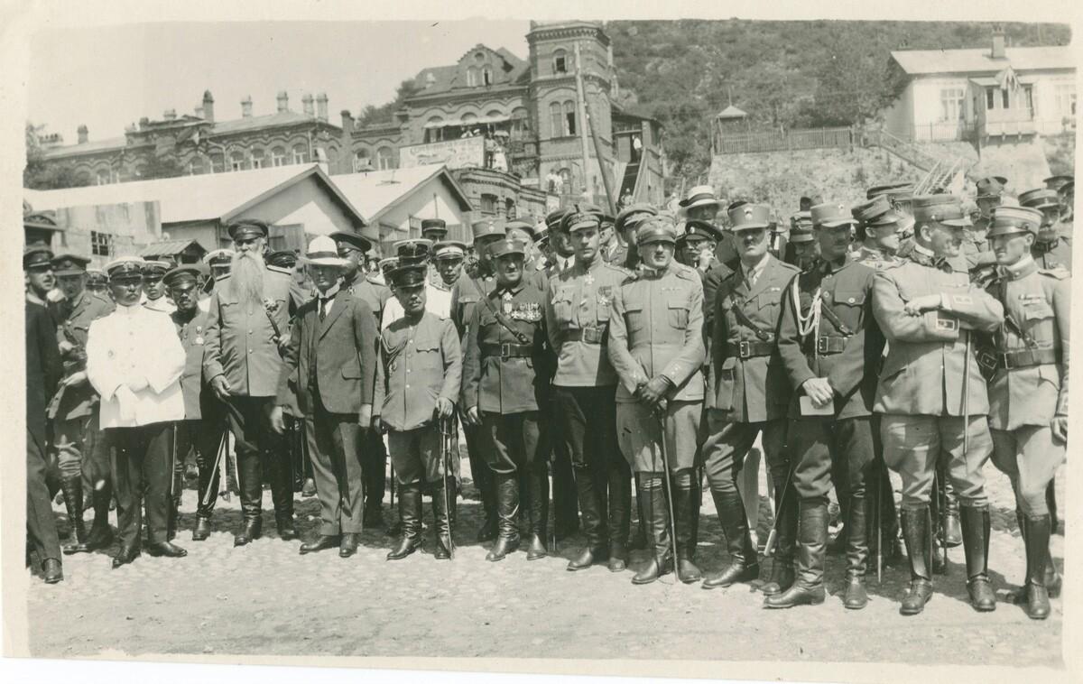 22. Генерал Хорват с офицерами союзных армий