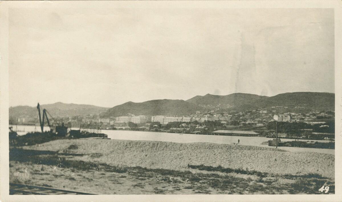 17. Вид на бухту Золотой Рог в восточной части Владивостока