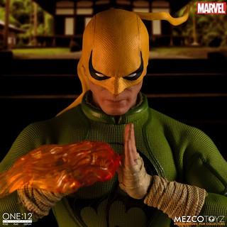 藉著豐富特效件,展現寄宿於雙拳的強大力量! MEZCO ONE:12 COLLECTIVE 系列 Marvel Comics【鐵拳俠】Iron Fist 1/12 比例人偶作品