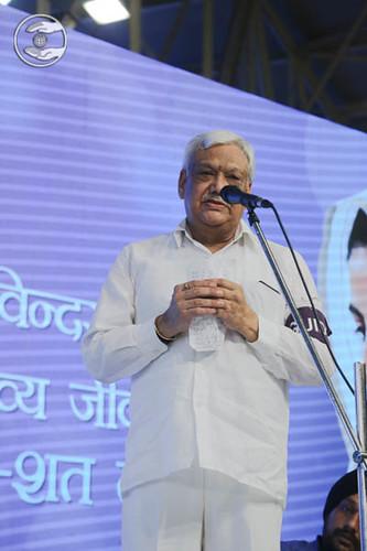 Dilip Manchanda express his gratitude by Hindi Poem