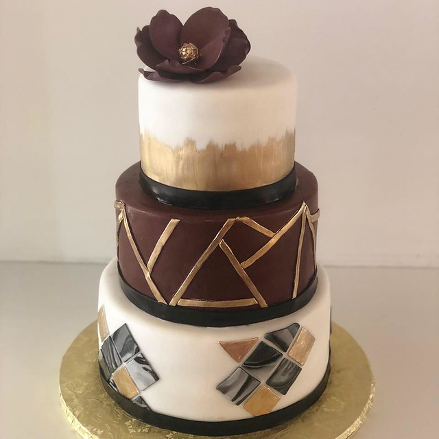 Cake by Sugar Divas Cakery LLC