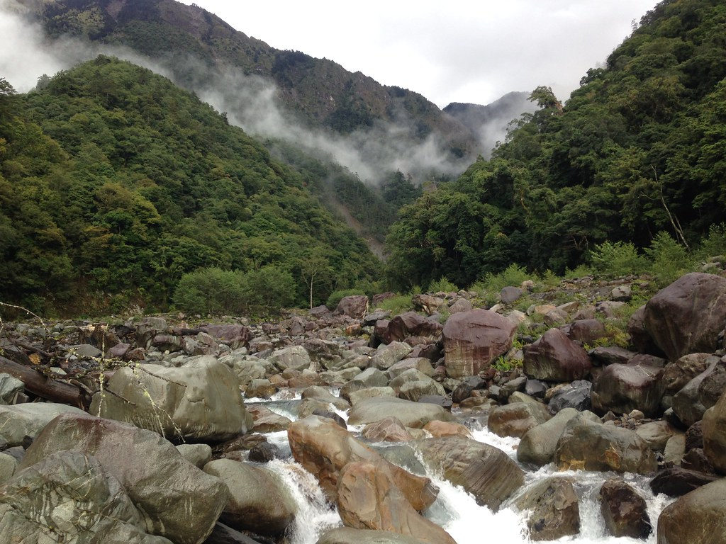 玉山孕育著楠梓仙溪潔淨水源,說明森林是水的故鄉。攝影:廖靜蕙