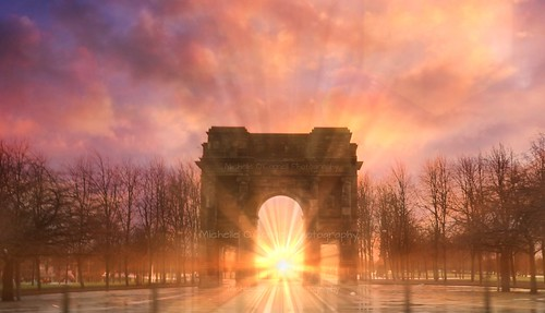 glasgow archway mclennanarch glasgowgreen park monument sunrise autumn autumnalcolours sunbeam glasgowcitycentre scotland glow colourful michelleoconnellphotography