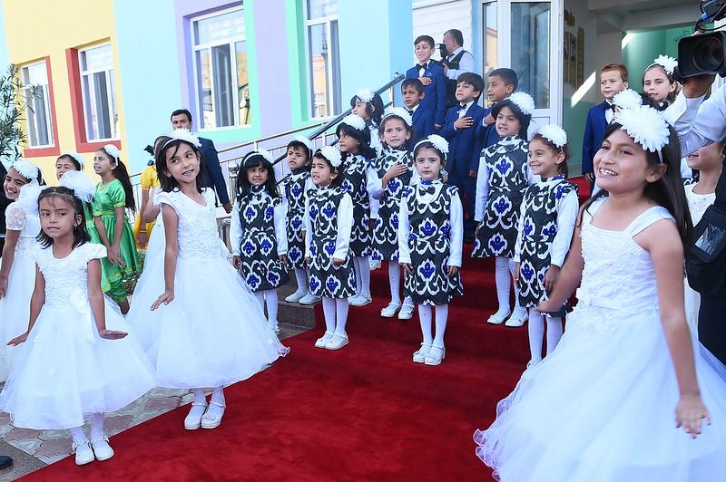 Глава государства Эмомали Рахмон в Бальджувонском районе сдал в эксплуатацию здание детского сада
