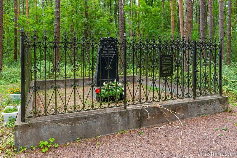 Памятный камень, установленный на месте смерти Микаэля Агриколы