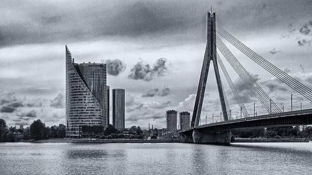 Riga Skyline mit Vanšu-Brücke / SW-Version