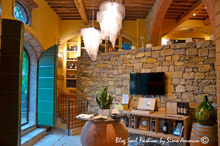 Detalhes do interior do wine shop San Felice