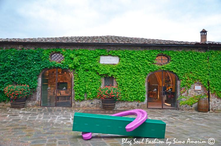 a entrada da Wine Shop San Felice. Aqui podemos degustare comprar os vinhos de produção do Borgo San Felice assin como o excelente azeite deles.