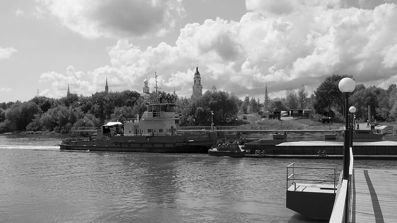 """РТ-324 """"Механик Савин"""" и Старо-Голутвин монастырь."""