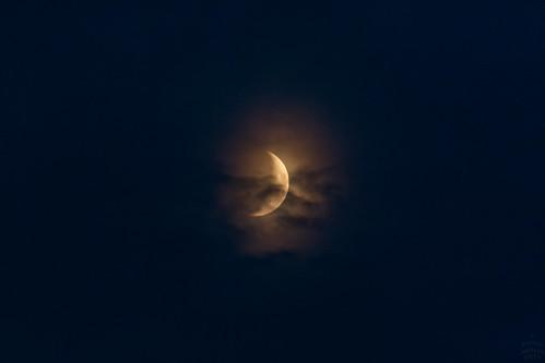 crescent moon vs. clouds / @ 300 mm / 2019-08-05