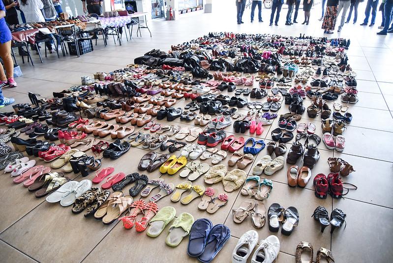 Entrega de calçados do Pró-fábrica – Sapateiros do Bem