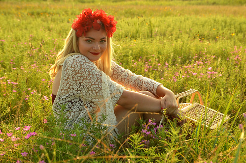 photoshoot flowers flower model iris picnic basket field mustang ok oklahoma sunset smile