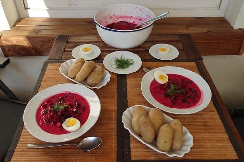 Kalte Rote Bete Suppe mit Pellkartoffeln