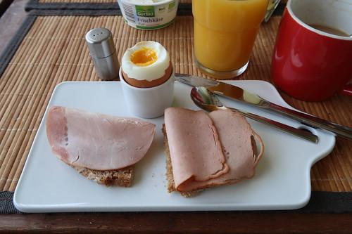 Roggenmischbrot mit Kassler und Leberkäse zum Frühstücksei
