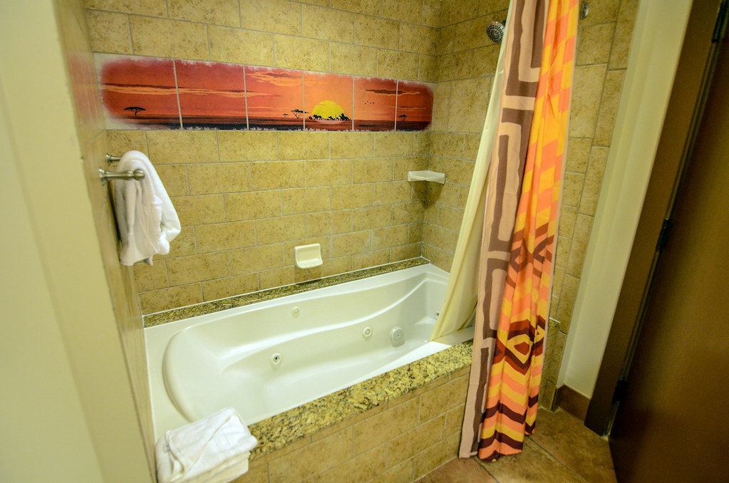 AKL bathtub 2-bedroom