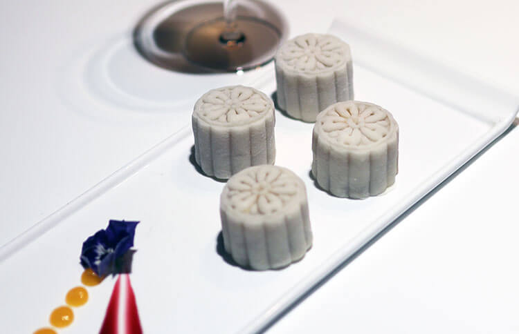Snow-Skin Mooncake with Champagne
