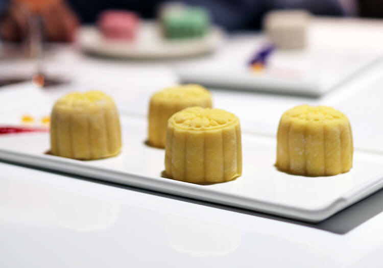 Snow-Skin Mooncake with Creamy Durian