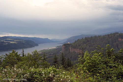 columbiagorge crownpoint vistahouse thor'sheights oregon washington columbiariver landscape cloudy day trees green river nikon garyquay summer june 2019