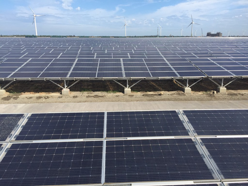 台電的彰濱太陽光電場。照片來源:台電。