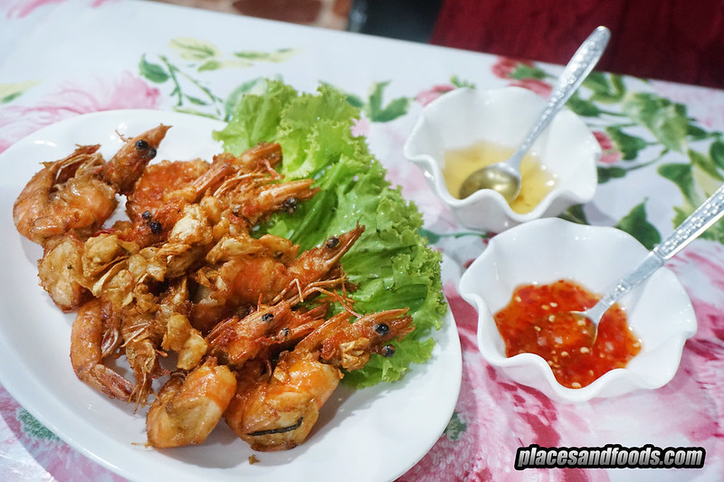 khrua bai toey fried prawns