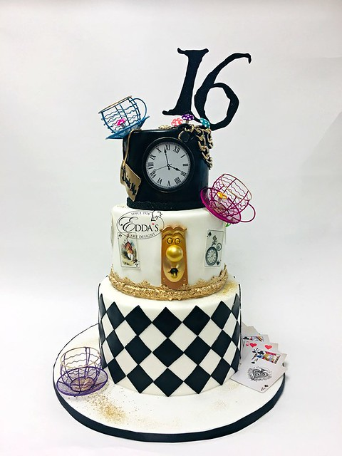 Alice in Wonderland Cake by Edda's Cake Designs