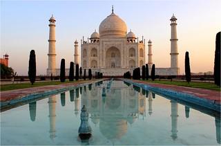 Toute seule pour le lever du jour sur le Taj-mahal