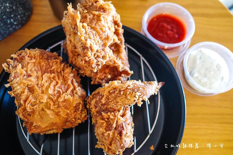 台北好吃炸雞,台北炸雞,台北炸雞推薦,捷運民權西路站美食,機器人美加炸雞,美加炸雞,美加炸雞菜單 @陳小可的吃喝玩樂