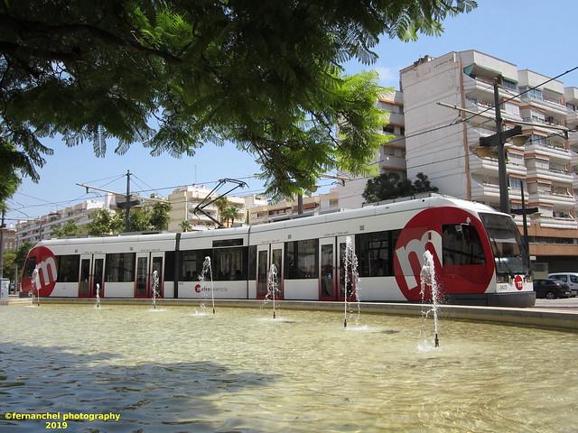 Tranvía de Metrovalencia (Línea 4) en su giro por la Estación de Pont de Fusta. Valencia