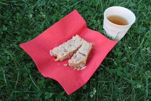 Veganes Apfelbrot zu Kurkuma Chai Tee