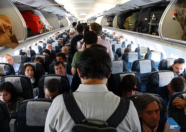 LATAM Airlines pasajeros A320 abordando 1 (RD)