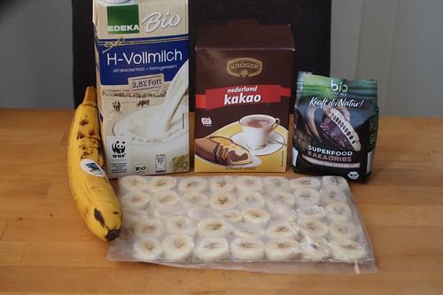 Zutaten für Banana Nicecream mit Kakao und Kakaonibs