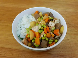 Mixed Vegetables Braised with Thick Fried Tofu