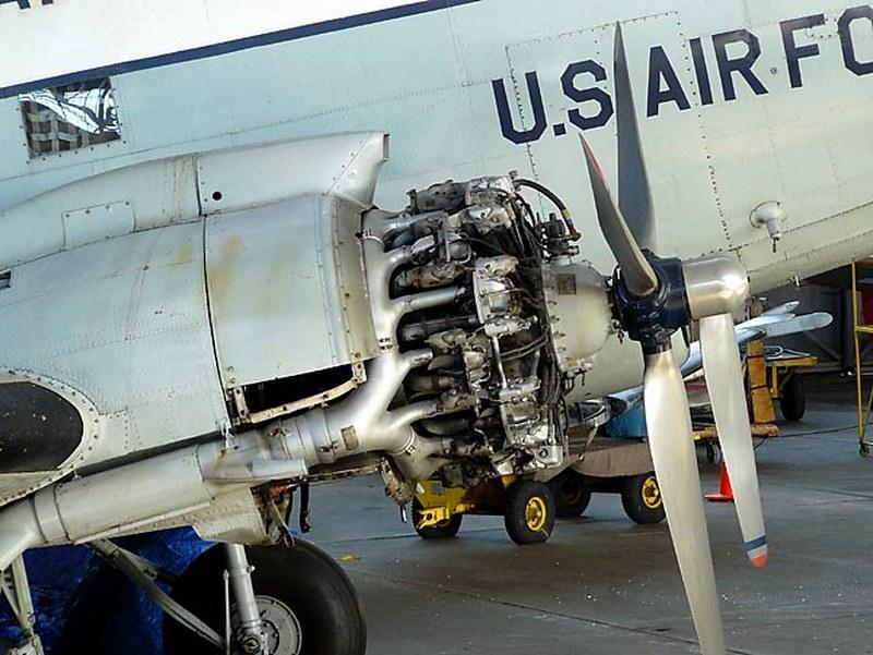 道格拉斯的C-47轨3