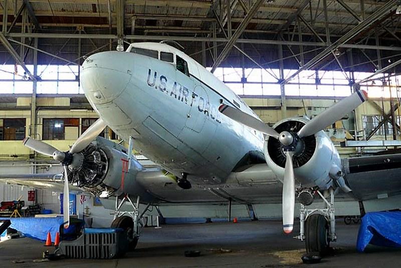 道格拉斯的C-47轨1