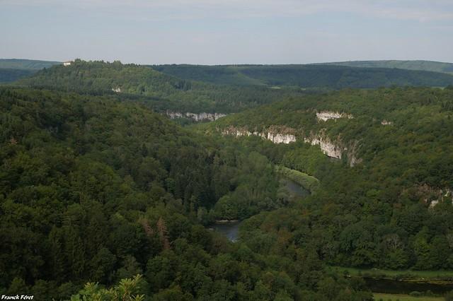 Vue sur la Loue et du château de Châtillon Sur Lison (inedit)