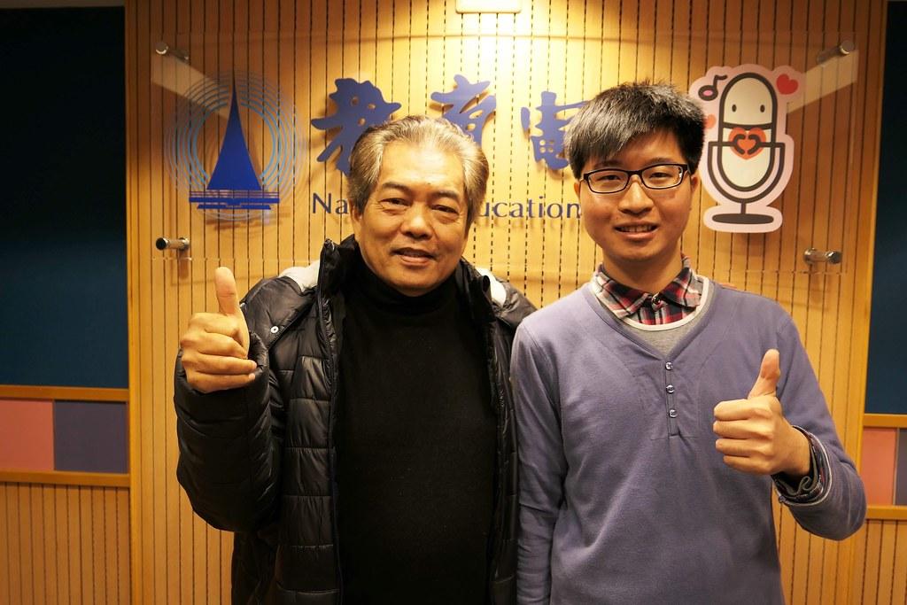 蕭昀(右)與恩師楊平世合影。圖片來源:蕭昀