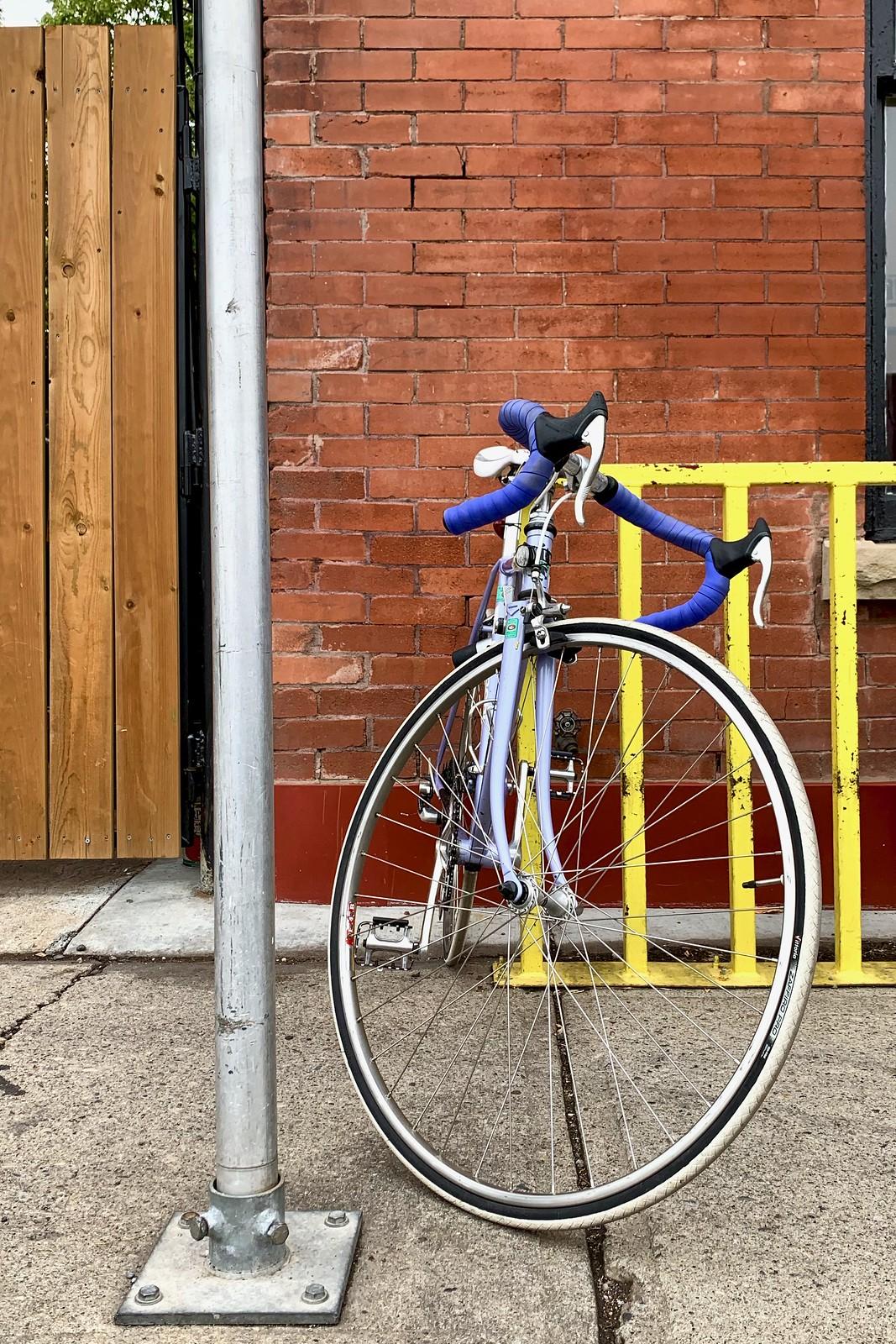 Vélo au Café Vendôme, Calgary, Alberta, Canada