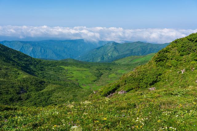 鳥海山は雲に阻まれる