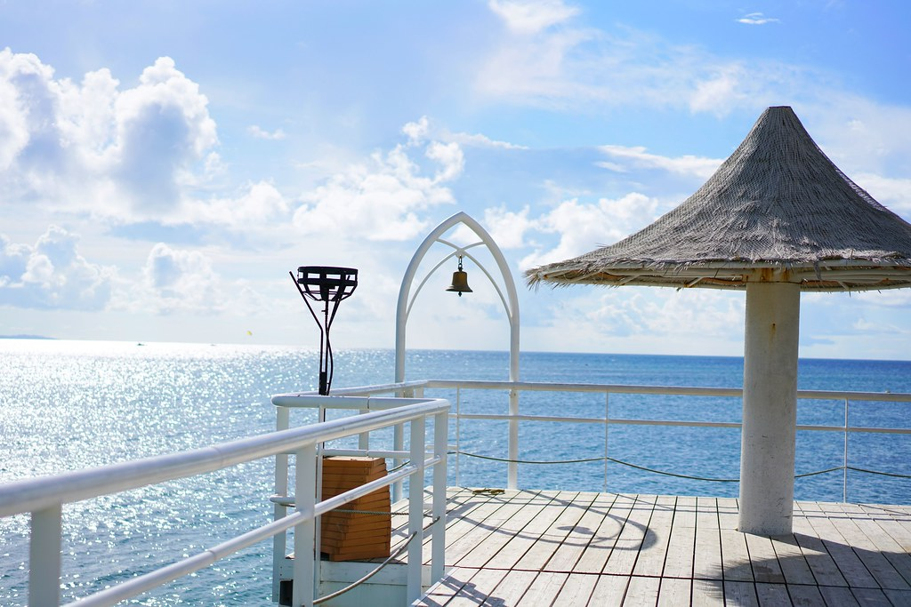 フサキビーチにある桟橋はフォトスポット!