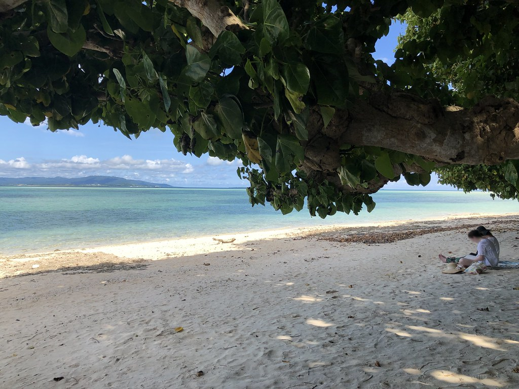 竹富島のカイジ浜。星の砂が取れることで有名!