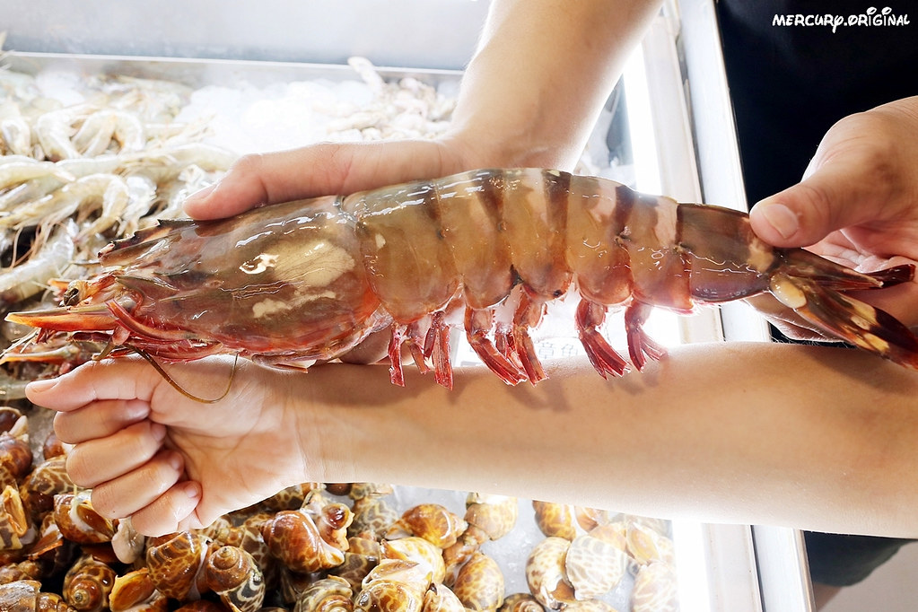 48487159721 784f0b7f6e b - 熱血採訪 阿布潘水產,台中市區也有超大專業水產超市!中秋烤肉食材一次買齊