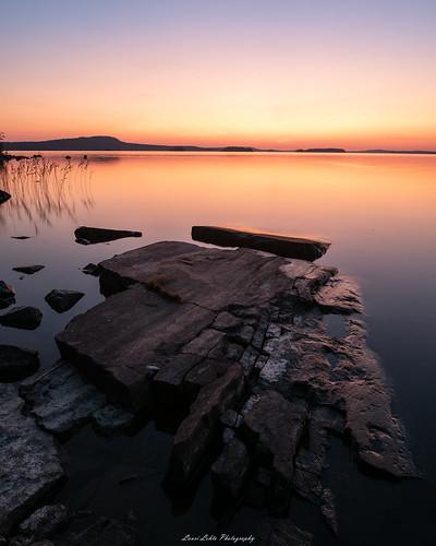 suomi finland laukaa lievestuore majasaari nature landscape sunset glow rocks cliff water lake calm longexposure hyyppäänvuori nikon d750 sigma 20mm art wideangle luonto auringonlasku summer evening warm