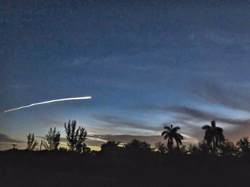Atlas V rocket 35 min before before sunrise 01-20190808