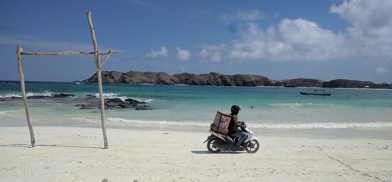 Heladero en la playa de Tanjung Aan