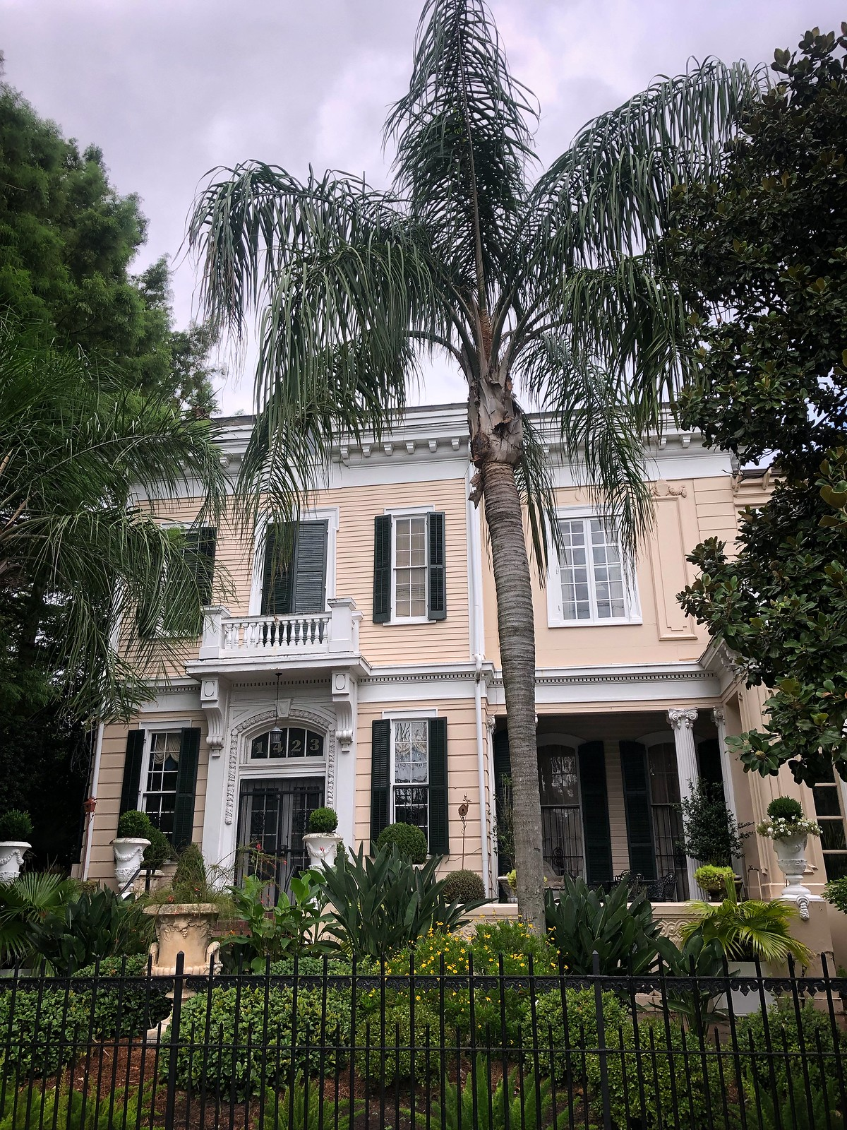 Garden District | How to Spend 48 Hours in New Orleans in the Summer | New Orleans Travel Guide | What to do in New Orleans | 2 Days in New Orleans | Best Things to do in New Orleans | First Timer's Guide to NOLA | NOLA Travel Guide | 2 Day Itinerary for New Orleans